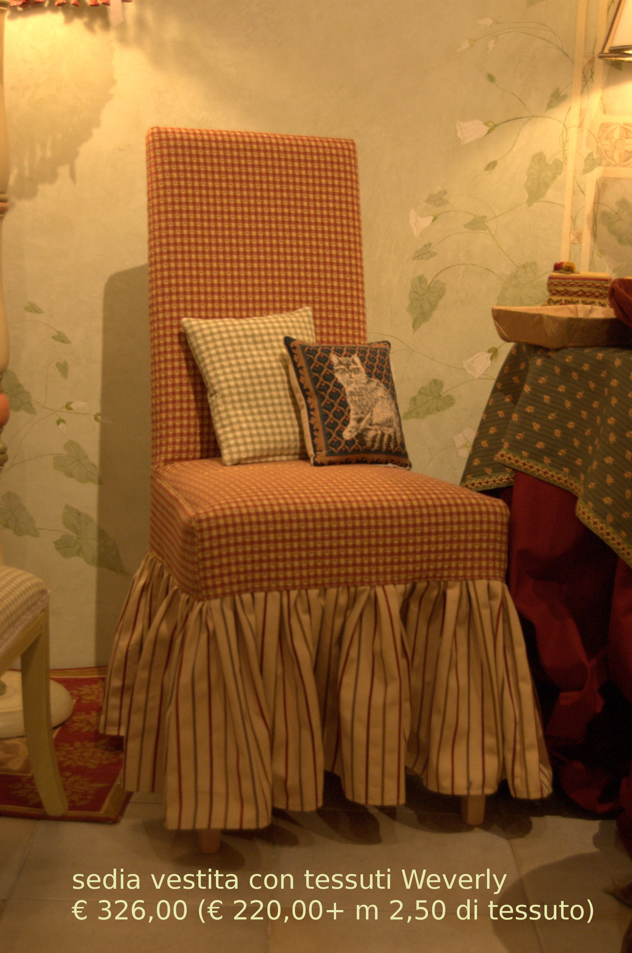La tappezzeria a trieste rinnovo divani poltrone for Tessuti per arredamento country