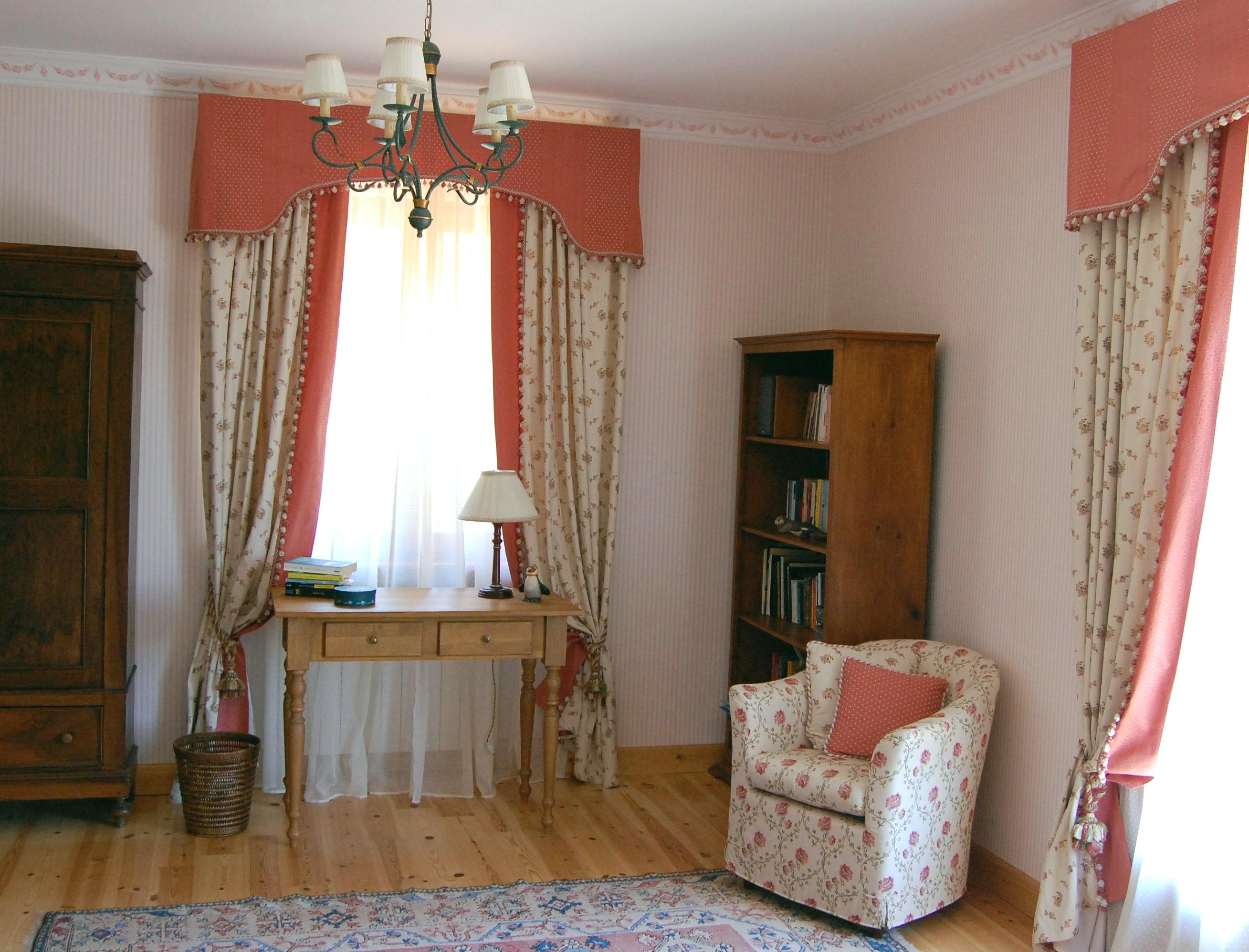 La tappezzeria a trieste rinnovo divani poltrone for Divani da studio