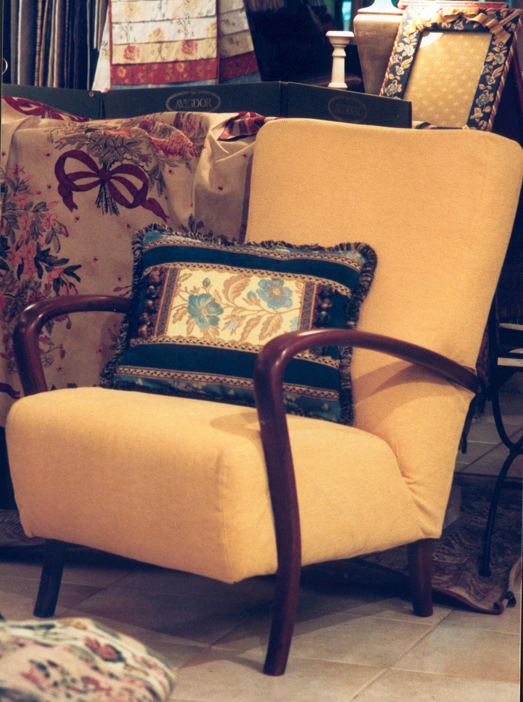 La tappezzeria a trieste rinnovo divani poltrone for Poltroncine colorate