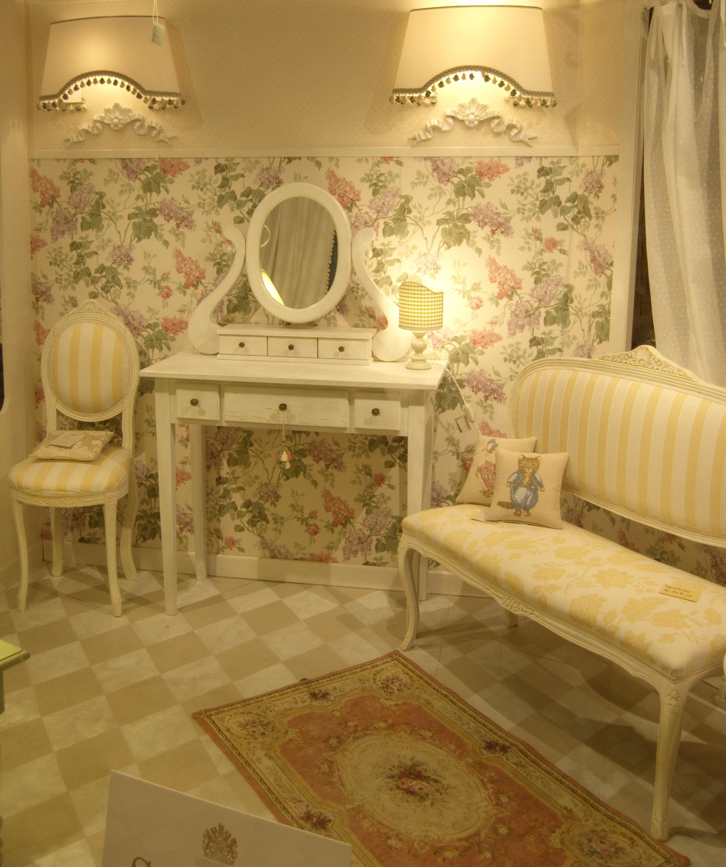 La tappezzeria a trieste rinnovo divani poltrone for Poltrone sedie